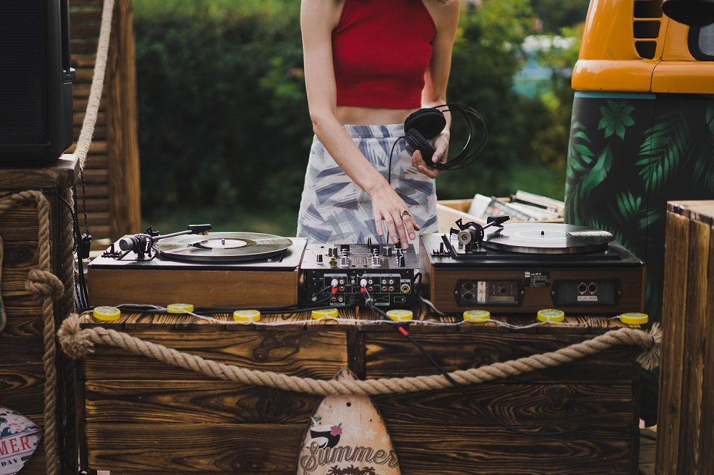 Tips for Hiring a Band or DJ